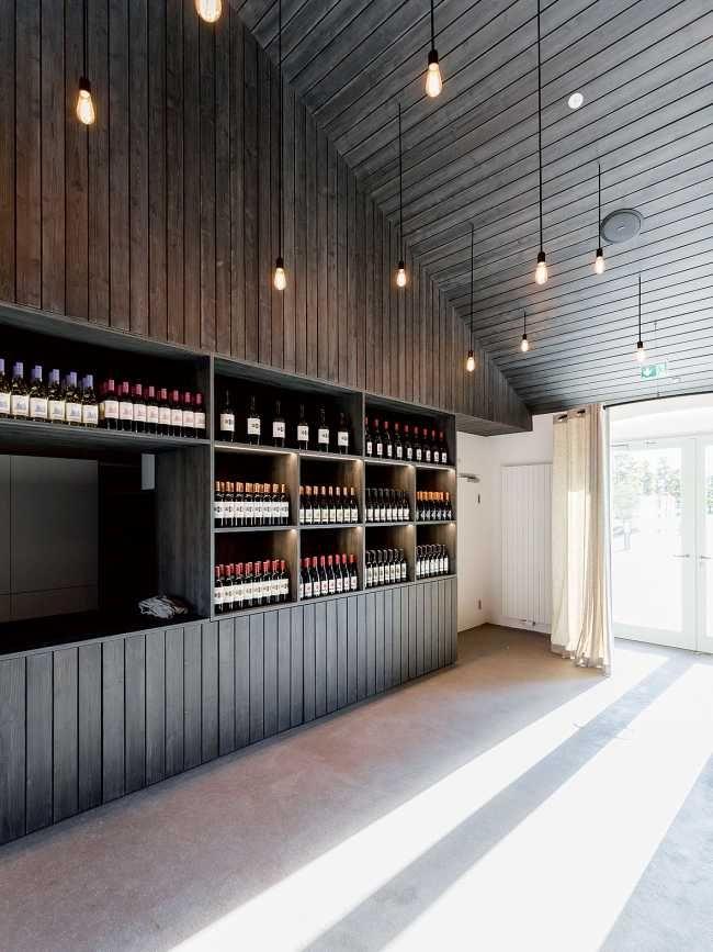 Súčasťou je aj vinotéka s burgenlandskými vínami