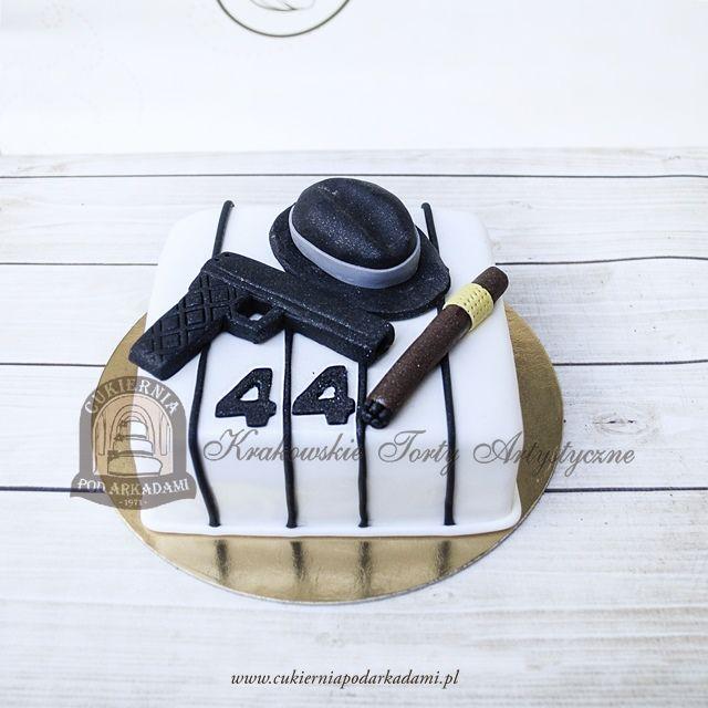 190BA Tort mafijny z kapeluszem, pistoletem i cygarem. Mafia cake with a hat, a cigar and a gun.
