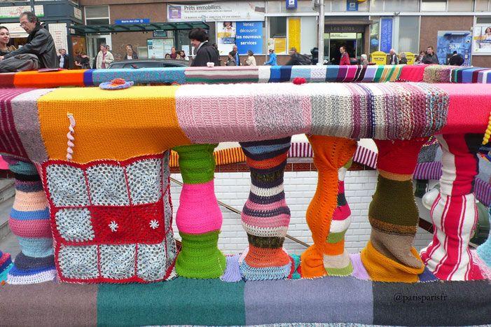 #TricotUrbain : la station de métro Mairie des Lilas est recouverte de tricot jusqu'au 9/05 !