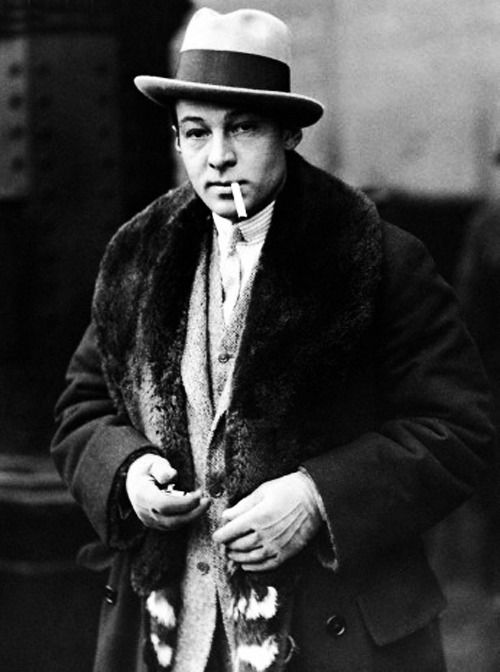 pictures  rudolph valentino rudolph valentino photographed  london   beautiful