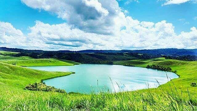 Lago del Amor Papúa Una y otra vez Papúa muestra la belleza de su naturaleza, Dentro de la ONU conmemorar el Día de San Valentín se debe invitar a una pareja visitando el Amor lago en Papúa precisamente en la ciudad de Jayapura, exactamente en el Yoka menos más Acerca de 60 kilometros de la ciudad de Jayapura.  Bukit Bukit amor-igualmente hermoso. Se LAH Una YG lugar decente para visitar cuando viaje a Papua, especialmente jayapura. #papuatrakosong.