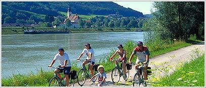 Johannes Kepler Universität (JKU) in Linz, Austria   JKU Linz offers #internship options for students specifically in a Business, Computer Science, Mechanical or Electrical Engineering, Physics, Chemistry or Mathematics field. Students should have a junior-level standing. #ISEPStudyAbroad