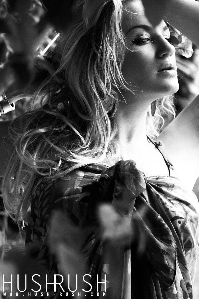 GLAMOUR #glamour #fotografia #blackandwhite #czarnobiale #beautiful #woman #kobieta #sexy #look #spojrzenie #blonde #blondynka #photooftheday #follow #hushrushphoto #hushrush www.hush-rush.com