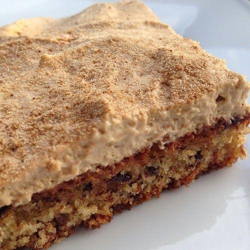 Dunkler Boden Mit Mandeln : fein gemahlen Zwieback, Mandeln und Backpulver vermischen Butter mit