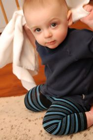 Baby Leggings from... SOCKS!  5 minute project, super crazy idea, but it works!