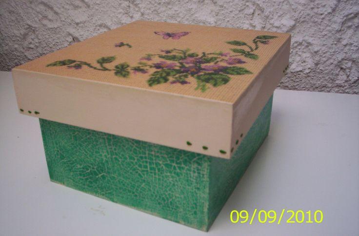 Caja pintada con craquelado y decoupage cajas de madera for Muebles craquelados