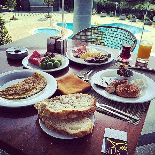 Have you started the week with some healthy options just like @isikmehdi ?   Sizde haftaya misafirimiz gibi sağlıklı bir başlangıç yaptınız mı?   #sheratonbursa #betterwhenshared #prusa #restaurant #kahvaltı #breakfast #coloryourplate