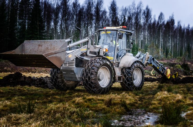 Cable plowing with #Lannen8800i #Lännen #Lannen #multifunction #machine #backhoeloader #excavator #cablework #cable