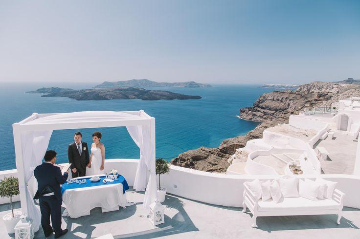 #weddingphotographer #weddingideas #view #volcano #amazing #beautiful #sea #sky #white #and #blue #bride #groom #ceremony #wu_greece #wu_europe #love #travel #greece #oia #santorini #santoriniphotographer #mykonosphotographer #iosphotographer #folegandrosphotographer #miltoskaraiskakis