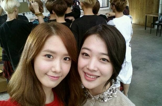 Yoona and Sulli captivate fans with lovely selca ~ Latest K-pop News - K-pop News | Daily K Pop News
