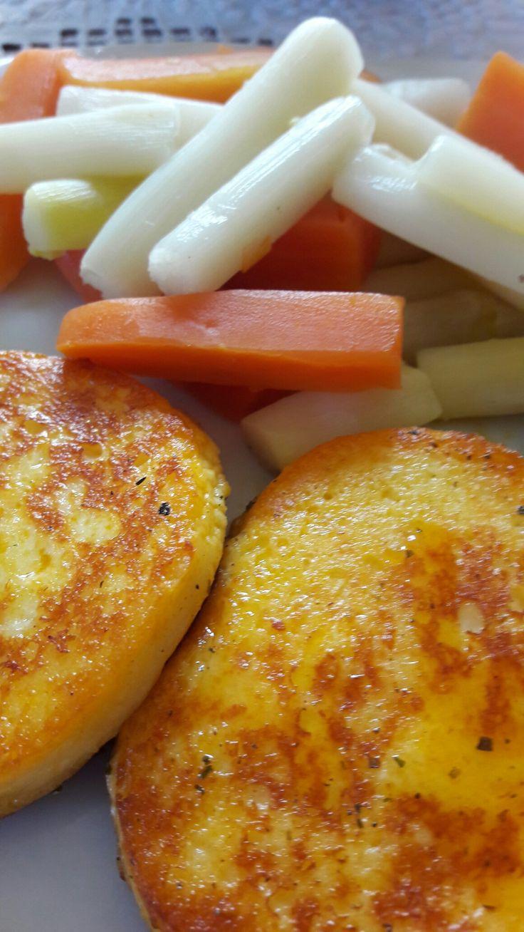 ✔C9 3.napján pazar ebédünk. ✔ Grillezett sajt, párolt spárga és sárgarépa.  ✔Mennyei! ❤❤❤  Ja, és az első két nap ebédjét nem raktam fel, mert nem volt mit, hisz nem ettünk semmit két napig, csak ittunk.  Talán az még fontos, hogy már 3 kg-mal kevesebbet mutat a mérleg. :-) 💪💪💪
