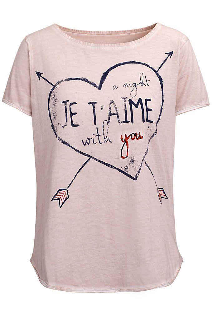 Las camisetas más atractivas: nunca nos cansaremos de ellas y nunca tendremos suficientes.