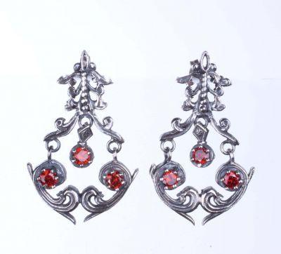 925 Ayar Gümüş Kırmızı Zirkon Taşlı Sallantılı Antik Küpe