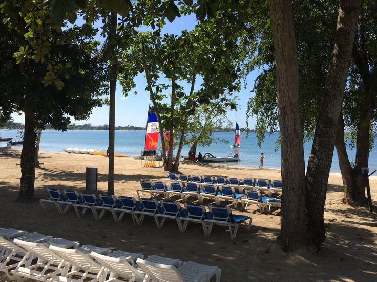 Het watersportcentrum met catamarans, waterfietsen en duikmogelijkheden