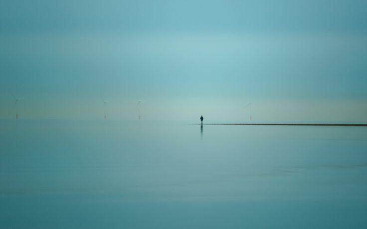 человек, ветряки, море