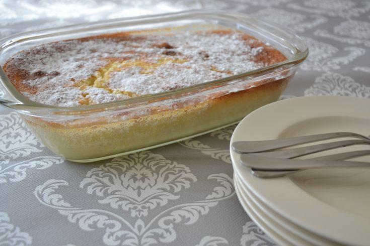 Part pudding, part poundcake dessert with lemon curd. I love lemon desserts! (recipe in dutch)