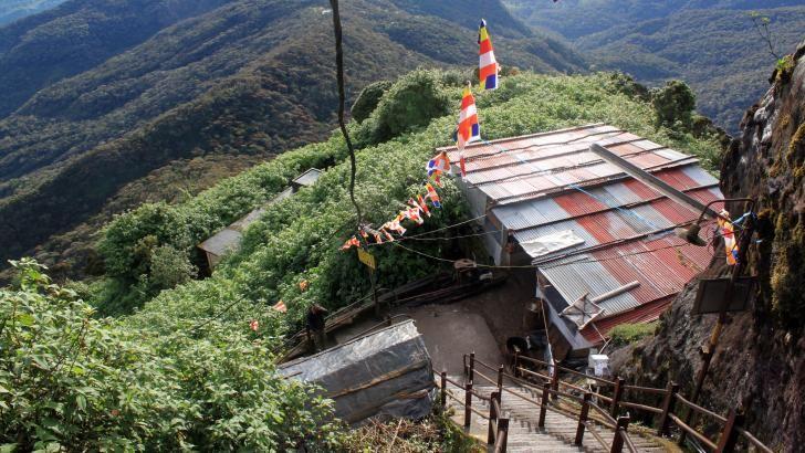 På vej ned fra toppen af Adam's Peak på Sri Lanka