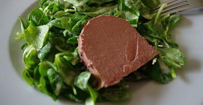 Feldsalat mit Kartoffeldressing, nach Eckart Witzigmann, das perfekte Salatdressing für Feldsalat, ein Salatdressing mit Kartoffeln. Und hier ist das Rezept http://wolkenfeeskuechenwerkstatt.blogspot.de/2010/10/feldsalat-mit-kartoffeldressing.html
