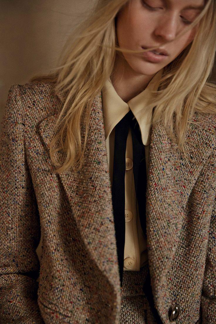 À quelques semaines du fashion month, les pré-collections de l'automne-hiver 2015/16 sont un bon moyen d'anticiper les futures tendances. Du look 100% maille à l'hégémonie géométrique en passant par le...