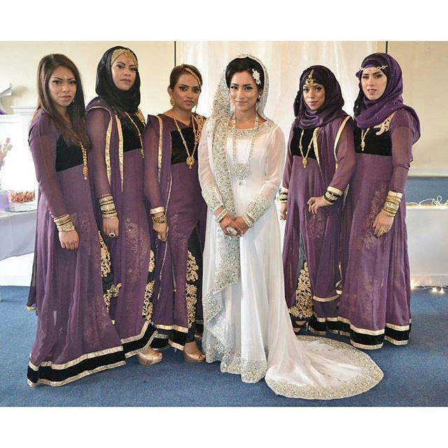 Pretty and purple💜 A perfect way to add colour and make the bride stand out when she's wearing white👭 Pic from: @sultana_malik Loving her blog of #100daysofascottishasianbride #asian_essence #asianattire #bridesmaids #desibridesmaids #desibridesmaids101 #muslimwedding #bengaliwedding #bridalparty #desibridalparty #allthingsbridal #weddingideas #weddinginspiration #bengaliweddingideas #friendswedding #muslim #bengali #livinginthemoment #asianfashion #asianbridalparty #weddingphotography…