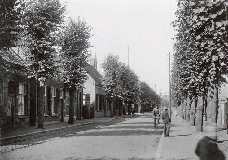 Breda. De Dreef te Princenhage in 1923, nog voorzien van bomen. Midden op de achtergrond het torentje van de Ned.Hervormde Kerk