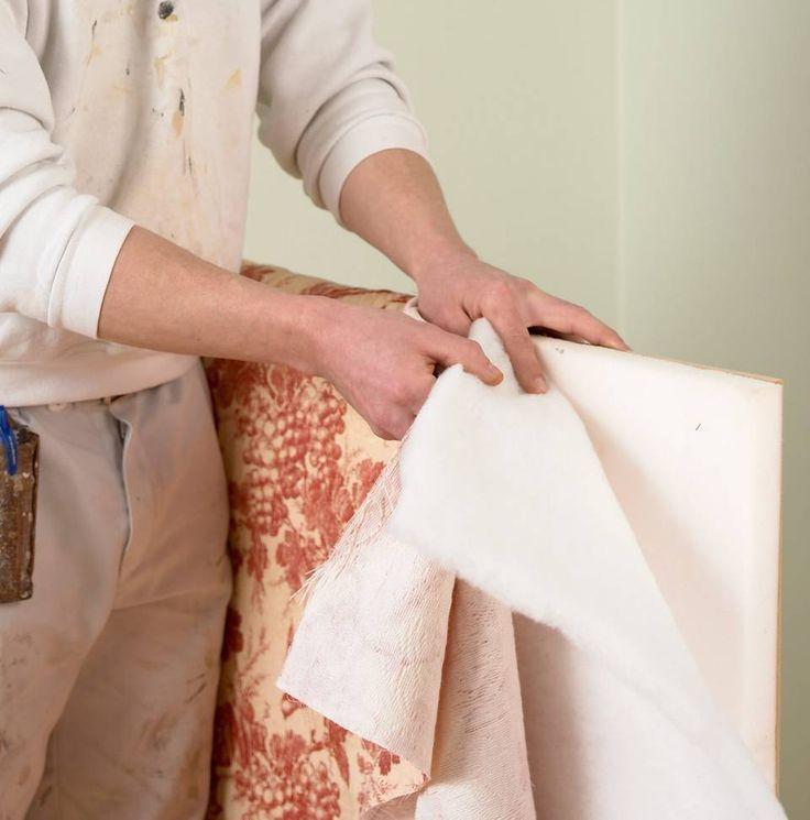 LEGG PÅ DECORVATT: Legg decronvatt og tekstil rundt platen og skumplasten.