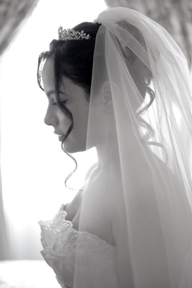 25+ ide terbaik Wedding tiara hairstyles di Pinterest