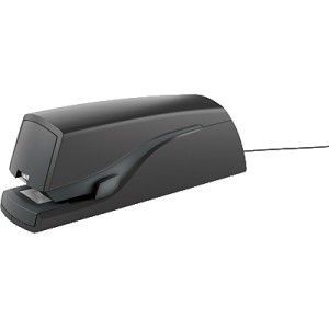Grapadora eléctrica PETRUS E120 que puede funcionar a pilas o con adaptador (incluido).  Capacidad de grapado: 20 hojas.  Capacidad de grapas: 100.