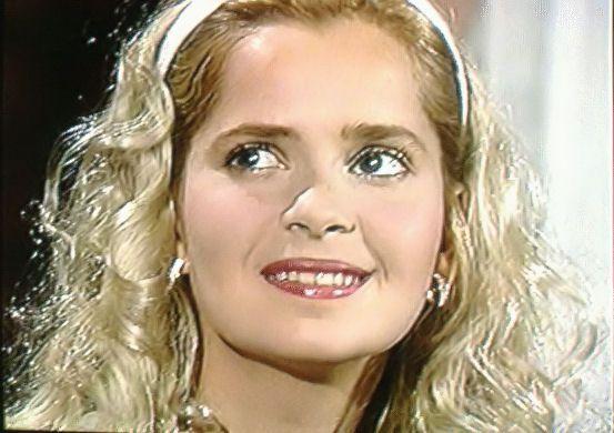 *-* Plavé vlasy a tmavě hnědé oči - to jsou dva charakteristické znaky venezuelské herečky Grecie Colmenares, v současné době jedné z nejúspěšnějších žen latinskoamerického televizního světa.