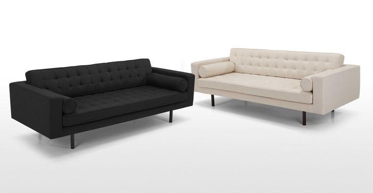 EUR 599 215x78x90 De combinatie van zachte stof en de vorm van de kussens, maakt de Fielding een comfortabele bank waarin je tot rust kunt komen na een lange dag.