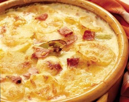 Πατάτες κρεμώδεις με μπέϊκον και τυριά στο φούρνο