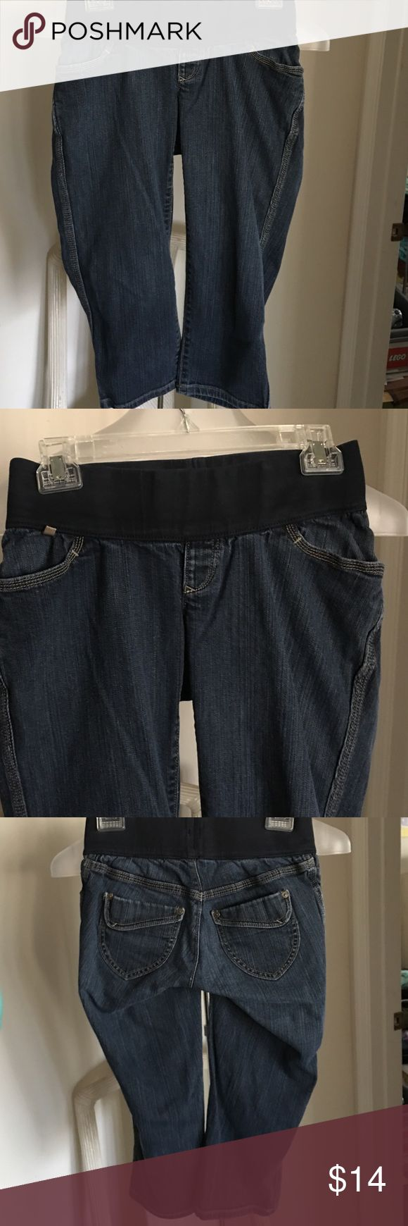 Old navy maternity low rise waist capri jeans XS Old navy maternity low rise waist capri jeans XS. In good condition with really cute back pockets Old Navy Jeans