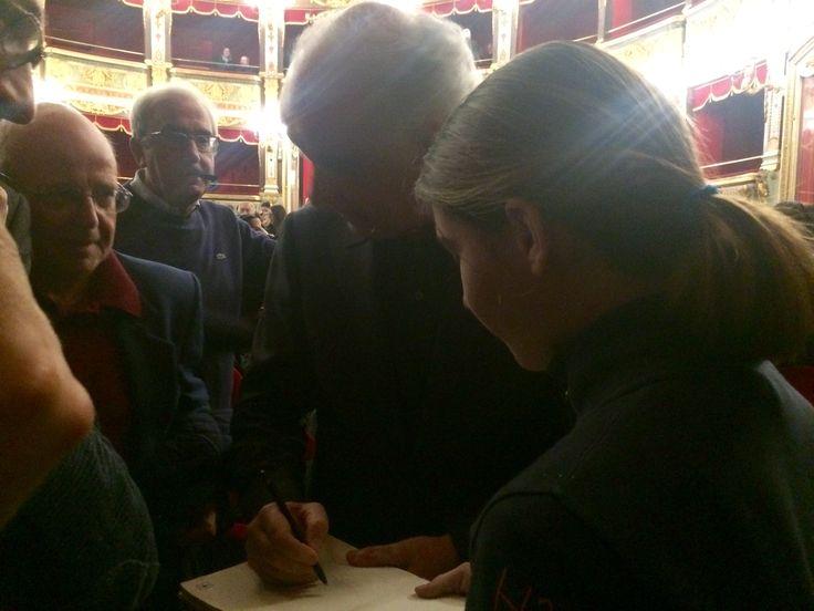 Toni Servillo autografa il Vaporetto di Gatto, poesie s filastrocche per bambini di tutte le età - Salerno, teatro Verdi, 8 marzo 2016