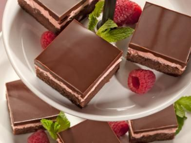 Chocolate Raspberry bars: Raspberry Dessert Recipes, Raspberries Desserts Recipe, Raspberry Desserts, Syrup Chocolates, Chocolates Raspberries, Food, Desserts Bar, Raspberries Bar, Baking