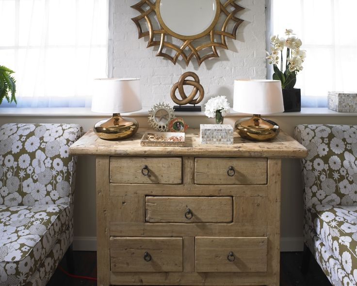 A wooden chest goes nicely in any farmhouse glam styled for Bathroom decor quiz