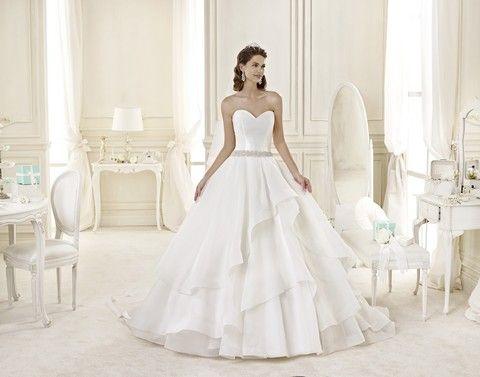 Korzetové svadobné šaty s veľkou sukňou, svadobný salón Valery