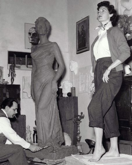 Ava Gardner posing for The Barfoot Contessa statue