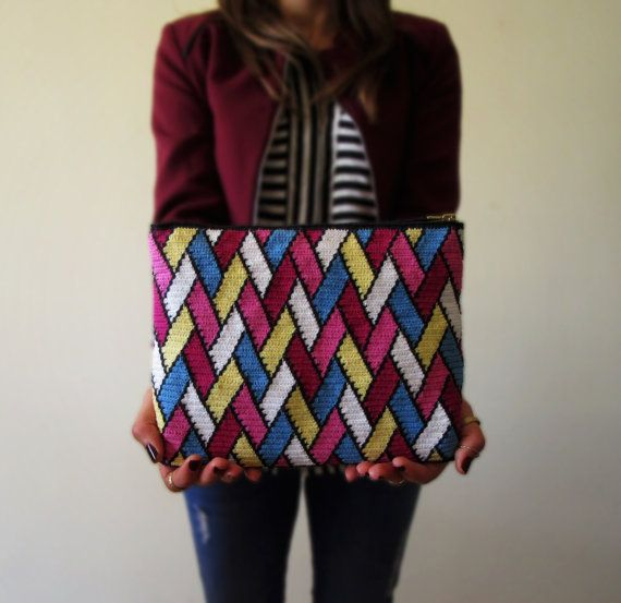Woven Artsy Wall Crochet Clutch Pattern / by TheStoryofaMulberry