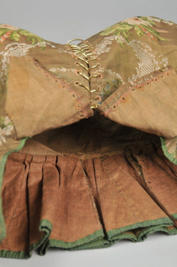 507: French Silk Blouse, 18th century : Lot 507
