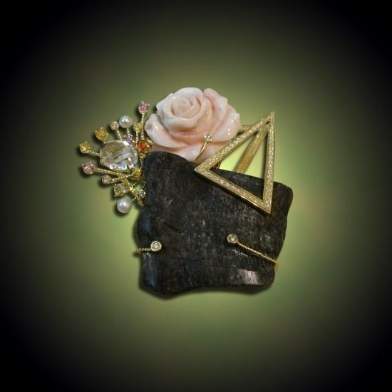 화사한 봄의 향기-브로치 - 산호,진주,토파즈,사파이어로 구성되어 있으며 화사한 봄향기를 불러오는 브로치입니다.  http://minwhee.com  http://minwhee.co.kr  http://blog.naver.com/minwheee  http://www.facebook.com/minwheejewelry