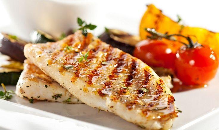 Φιλέτο ψαριού στη σχάρα με λαχανικά
