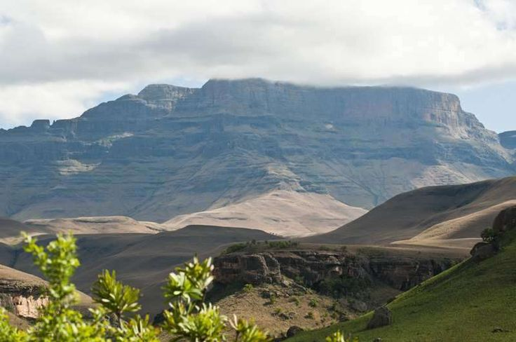‪#‎KZN‬ ‪#‎Drakensberg‬ Umhahlamba-Drakensberg Park, in the Kwa-Zulu Natal province is southern Africa's highest mountain range and a designated World Heritage Site. Stay at Giant's Castle, within the park - https://www.afritrip.com/giants-castle/ Can you tell us why the mountain peak is called Giant's Castle? Follow us on Pinterest :)