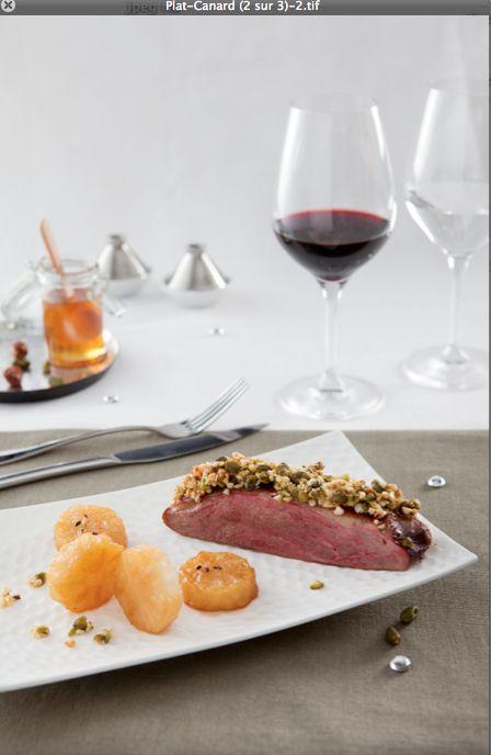 Magret caramélisé aux mendiants, palet de navet confit http://www.bordeaux.com/fr/artdevivre/accords-mets-vins/recette/magret-caramelise-aux-mendiants-palet-de-navet-confit-11