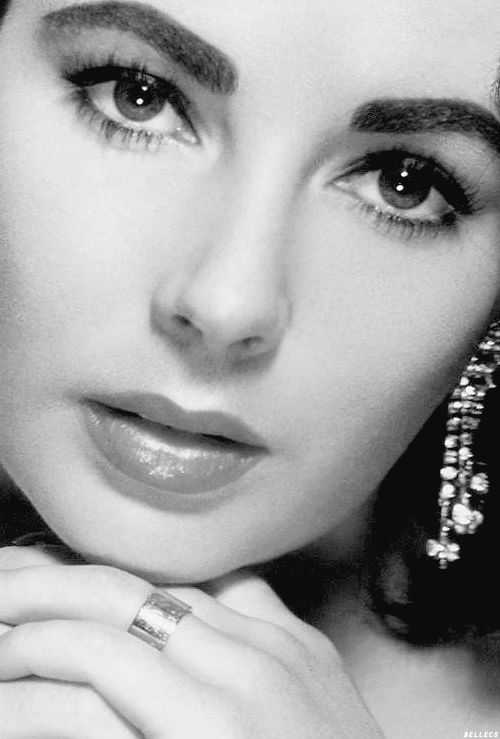 Liz Taylor.....my goodness she was beautiful!  I absolutely love her eyebrows......with those violet eyes......GOD IS AN AMAZING ARTIST, IS HE NOT?