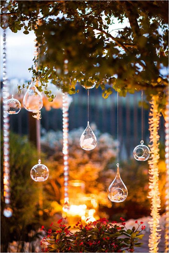 air plant decor at outdoor wedding by Thomas Bui Lifestyle http://www.weddingchicks.com/2014/03/10/thomas-bui-lifestyle/