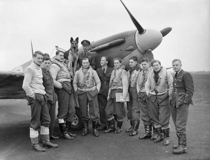 Pilots of No 54 Squadron RAF