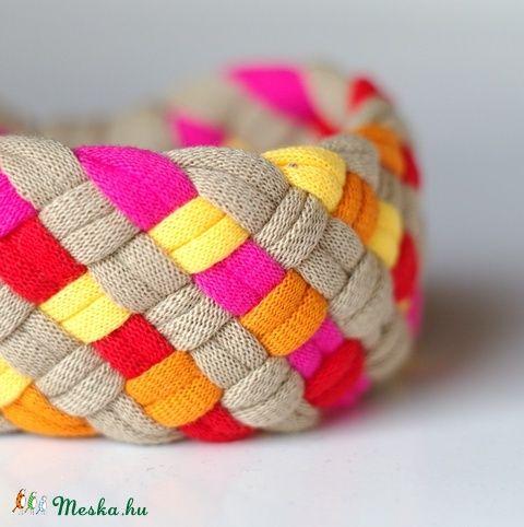 TRIBEQUA - textil karkötő, drapp/pink/narancs/napsárga (cirrhopp) - Meska.hu
