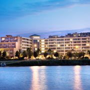 With most of our Downtown Seattle hotel rooms facing picturesque Lake Union or the stunning city skyline, you could not ask for a more beautifully located hotel. The Courtyard by Marriott Lake Union hotel in downtown Seattle is on the western