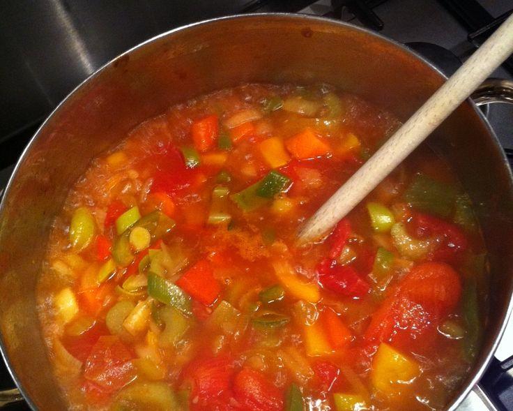 Herfstdagen zijn uitermate geschikt voor gezonde soepjes. Lekker warm, veel groentes, dus veel vitamientjes… ik hou er van! Daarom 5 gezonde soep recepten.
