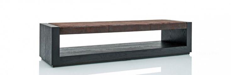 Скамья Daisy от бельгийского производителя Luz Interiors. Модель без спинки и подлокотников изготовлена из дерева. Отделка выполнена дубовым шпоном. Цвета на выбор по каталогу компании. Сиденье обито тканью или кожей из ассортимента компании.